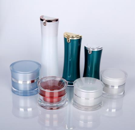 What are the principles when designing cosmetic bottles