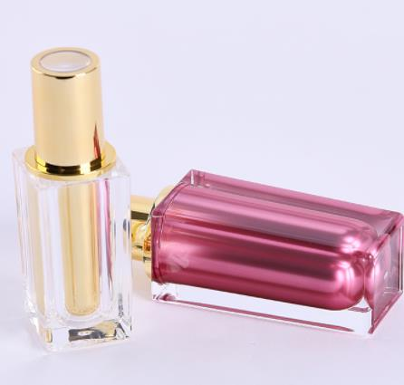 What are the major types of packaging materials for cosmetic bottles