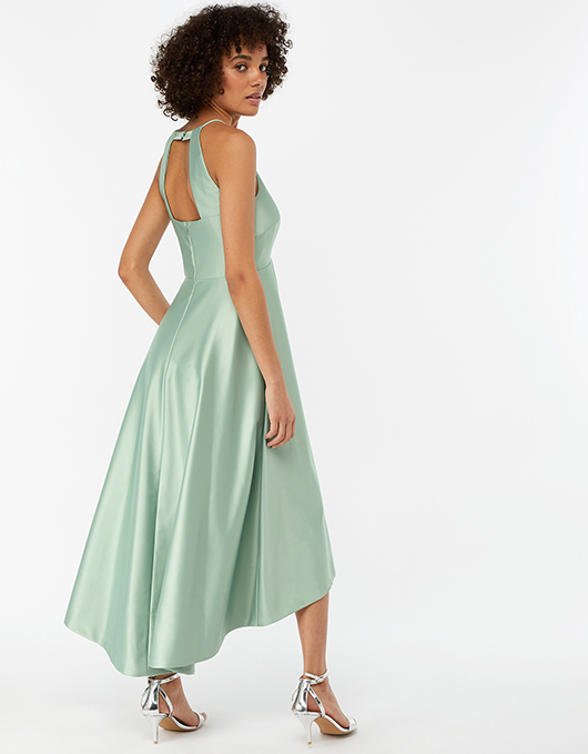 Evening dress wears out the temperament