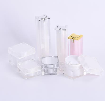 Online shopping cosmetic bottles take the plastic route