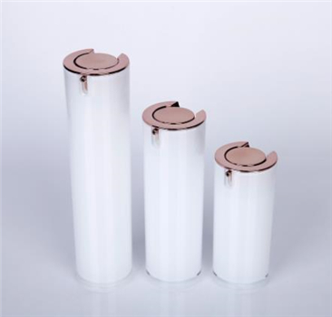 How do cosmetic bottle manufacturers compete