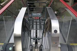 """商超神器""""购物车电梯""""找到了!优秀!为民族品牌点赞!"""