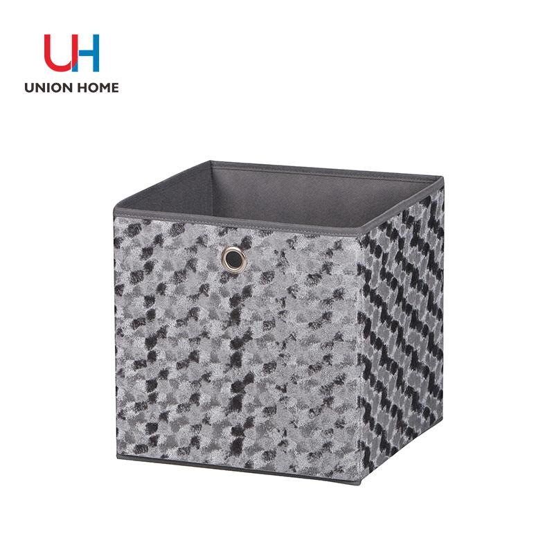 Nonwoven embossing flannelette storage box