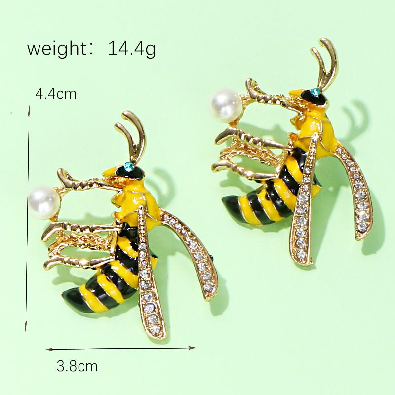 Bee Stud Earring C0120