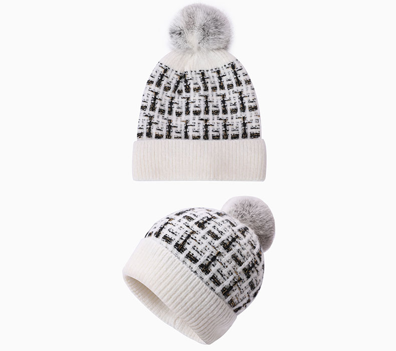 How to choose a solid loom knitting hat according to the clothing collocation