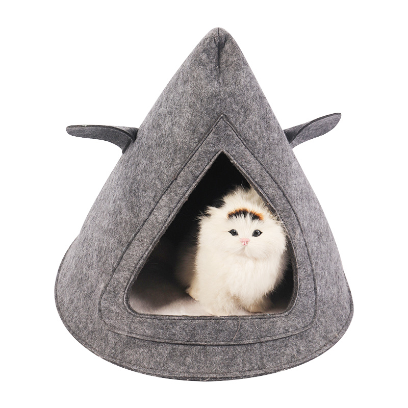 Triangle cat nest in grey felt cloth