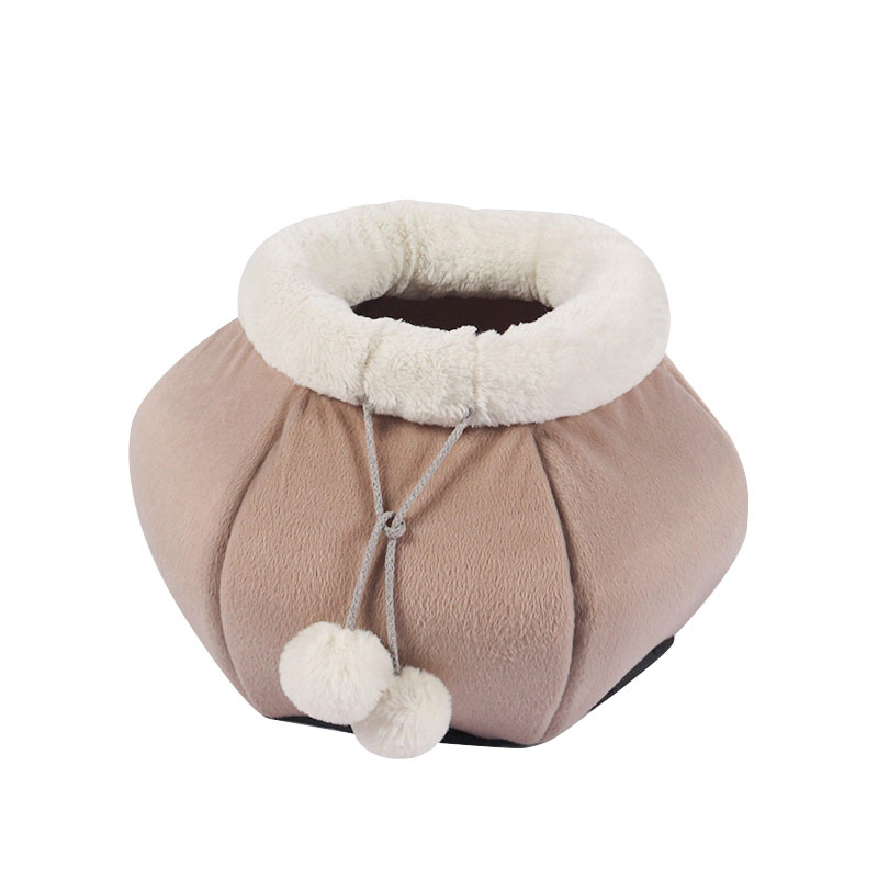 Warm and enclosed cat house in autumn and winter pet product