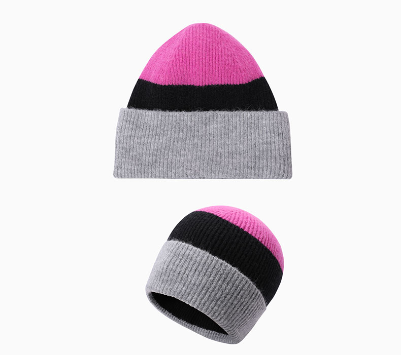 How to match winter hat cap with clothing