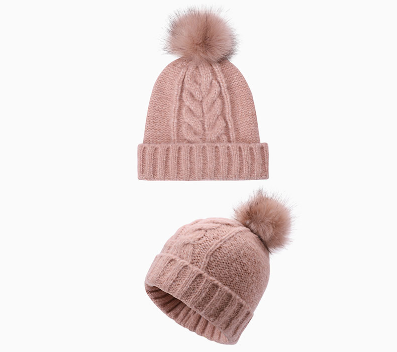 How to match woolen hat with clothing
