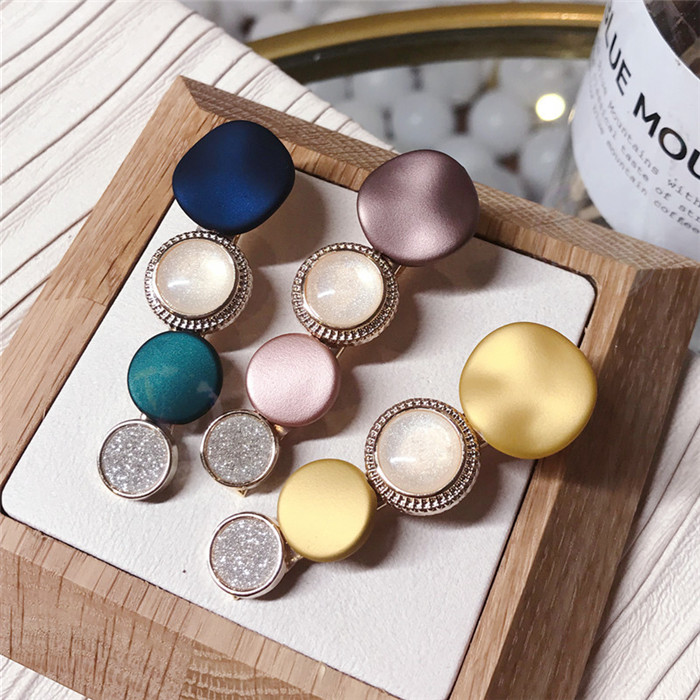Contrast color hair clips