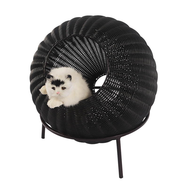 Weaving a ventilated cat nest